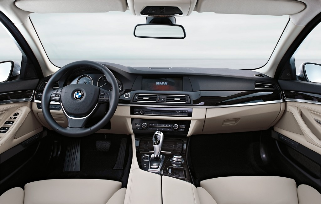 BMW Series 5: 45 buttons, dials or switches
