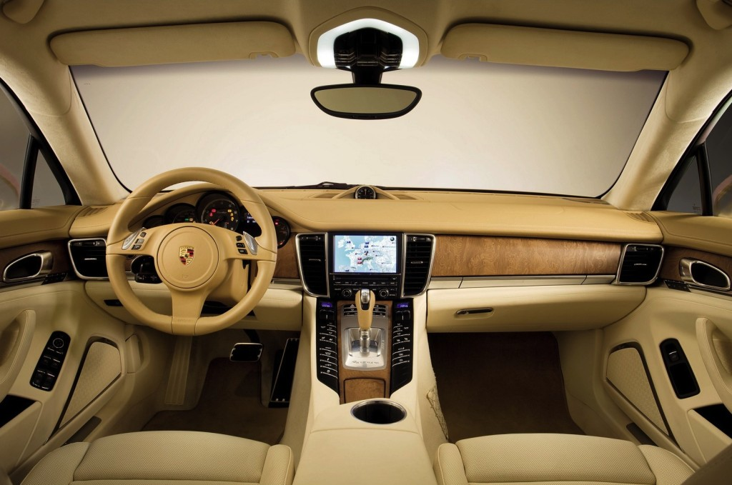 Porsche Panamera: 47 buttons, dials or switches